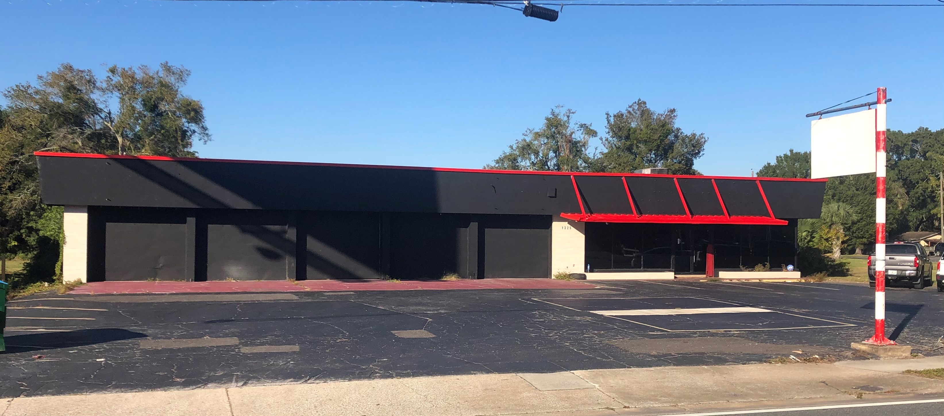 Automotive Service Building with outside Storage